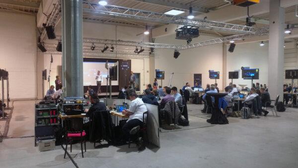 Media Digital - Bilder zu unseren Referenzveranstaltung Microsoft in Frankfurt in der Goldsteinhalle. Vermietung von Beschallung, Licht, Projektion, Bühnen und mobile WLAN-Netzwerke